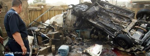 The wreckage of a car bomb attack in Kirkuk in May 2011 (photo: picture alliance/dpa)