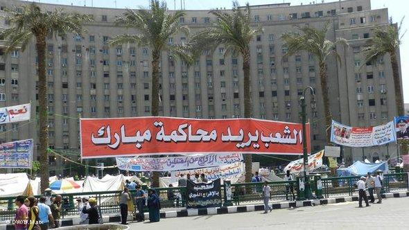 demonstrators at Tahrir Square (photo: Bettina Marx/DW)