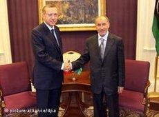 Recep Tayip Erdogan and Mustafa Abdel Jalil in Tripolis (photo: dpa)