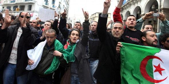Demonstration in Algiers (photo: picture-alliance/dpa)