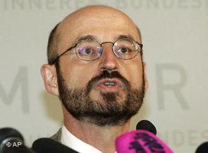 photo: Mathias Rohe during a lecture in Vienna, Austria (photo: AP)