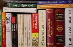 Bücher auf Kurdisch, die vor kurzem in der Türkei herausgegeben wurden; Foto: Sonja Galler