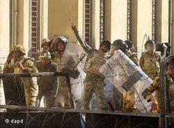Members of the Egyptian military during recent riots on Tahrir Square (photo: dapd)