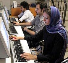 Iranians in an Internet café in Tehran (photo: AP)