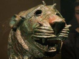 Ausstellungsexponat Löwenkopf (ca. 2. Jahrhundert n. Chr.) aus Najran; Foto: dpa