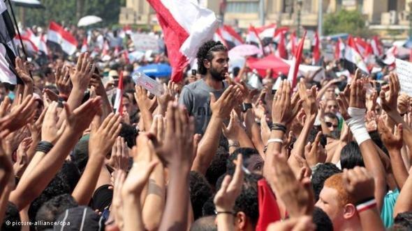 Soccer fans on Tahrir square on 9 September 2011 (photo: dpa)