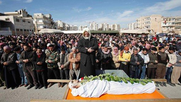 Funeral of a victim of the Syrian regime in Idlib (photo: AP/dapd)