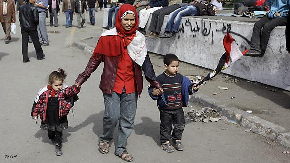 An Egyptian woman with children during the protests on Tahrir Square in Cairo (photo: AP)