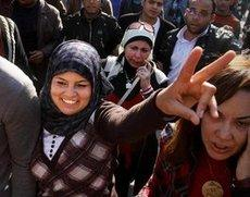 Women demonstrating against Mubarak on Tahrir Square in Cairo (photo: AP/dapd)