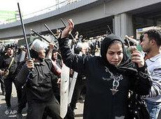 Members of the police force wielding batons against women during protests in Egypt (photo: AP)