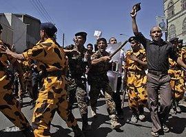 Violent clashes between police and opposition demonstrators in Sanaa (photo: AP/dapd)