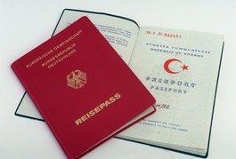 German and Turkish passport (photo: dpa)
