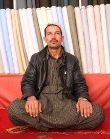 Fabric vender Hamidullah (photo: Marian Brehmer)