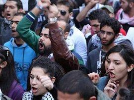 Young people protesting in Beirut (photo: © Dareen Al Omari)