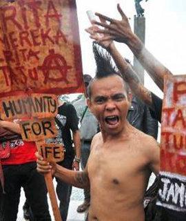 An Indonesian punk protesting (photo: Negasi http://negasi-negasi.blogspot.com)