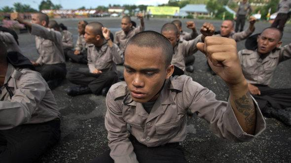 Arrested punks participate in a drill during the so-called 'moral training' at a Police School in Indonesia (photo: EPA/HOTLI SIMANJUNTAK)