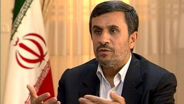 Iranian President Mahmud Ahmadinejad in an interview with Claus Kleber of the German television channel ZDF (photo: ZDF/DW)
