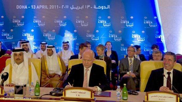 From left: Sheikh Hamad bin Jassim bin Jabor Al Thani, William Hague, and Anders Fogh Rasmussen (photo: Peer Grimm/dpa)