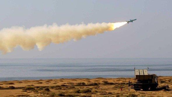 Iranian rocket testing in the Persian Gulf (photo: IRNA)
