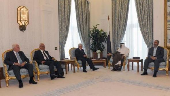 Emir Sheikh Hamad Bin Khalifa Al-Thani of Qatar (2nd right), Palestinian President Mahmoud Abbas (centre), and aides (photo: REUTERS/Thaer Ghanaim/PPO/Handout