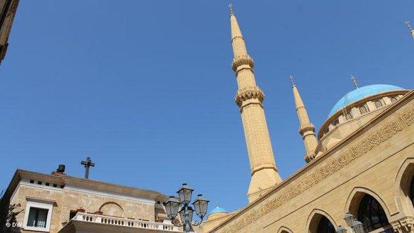 A church and a mosque side by side in Beirut (photo: DW)