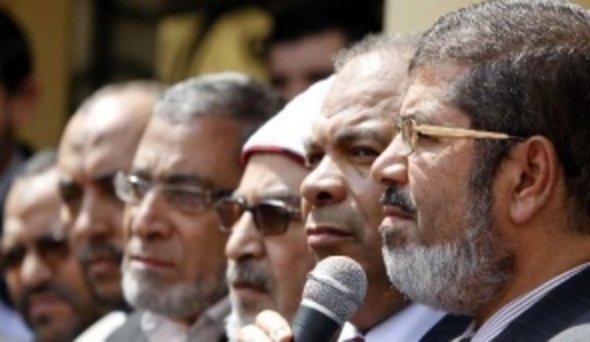 Mohammed Mursi, right (photo: AP)