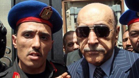 Omar Suleiman, right (photo: dpa)