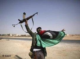 Rebell in Bani Walid celebrates victory (photo: dapd)