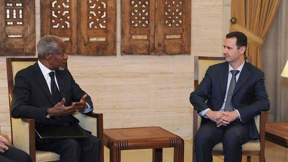 Syria's President Bashar al-Assad (right) meets UN envoy Kofi Annan in Damascus in March 2012 (photo: REUTERS/SANA/Handout)