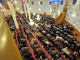 Prayers in the Yavuz Sultan Selim Mosque in Mannheim (photo: Christian Kleiner)