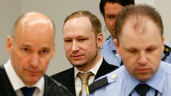 Anders Behring Breivik (2nd from left) arrives in court for the first day of his trial in April 2012 (photo: REUTERS/Fabrizio Bensch)
