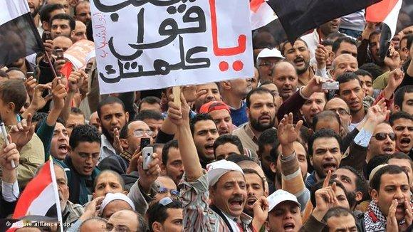Tahrir-Activists demonstrating against Egypt's Supreme Military Council (photo: dpa/picture alliance)