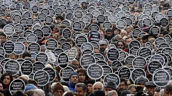 Protesters during a demonstration to mark the fifth anniversary of the killing of Turkish-Armenian editor Hrant Dink in Istanbul January 19, 2012 (photo: Reuters)