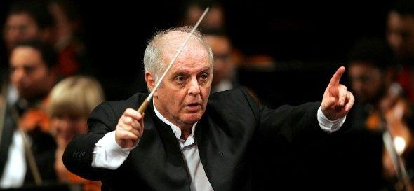 Israeli-Argentinean pianist and conductor Daniel Barenboim leading Beethoven's Fifth Symphony Orchestra during its first concert at the Opera House in Cairo, Egypt, on 16 April 2009