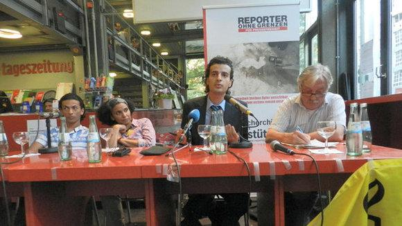 Egyptian blogger Maikel Nabil Sanad and his brother Mark Nabil Sanad at an event organized by Reporters Without Borders and Amnesty International in Berlin (photo: Bettina Marx/DW)