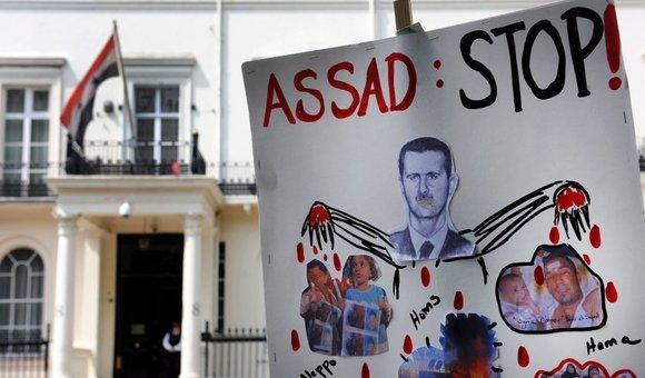 Protests in front of the Syrian embassy in London (photo:dpa)