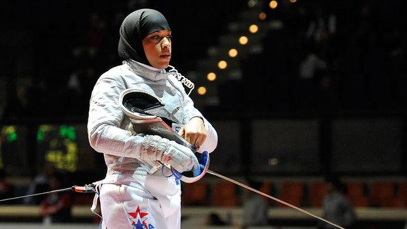 Ibtihaj Muhammad of the US waits to start a sabre match at the World Fencing Championships in Catania, Italy, 2011 (photo: AP Photo/Carmelo Imbesi)