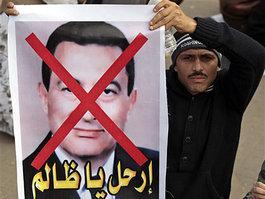 Demonstrant mit Transparent gegen Mubarak in Kairo; Foto: AP