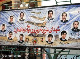 Märtyrerplakat für Opfer des iranisch-irakischen Krieges in Schiraz; Foto:  Jürgen Sorges