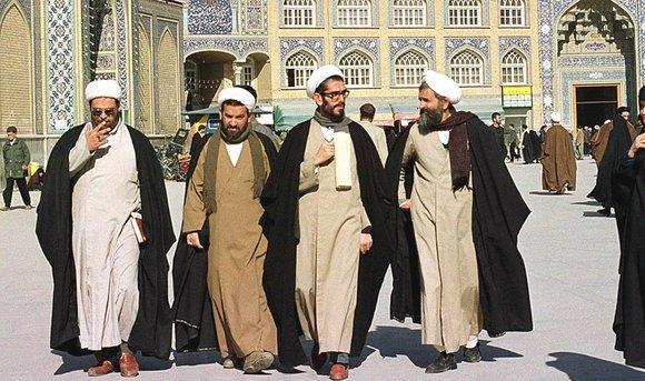 Islamic clerics in Ghom (photo: picture-alliance/dpa)