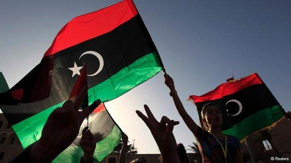 Demonstrators wave Libyan national flags on the day of election (photo: Reuters)