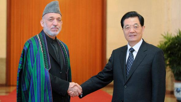 Afghan President Hamid Karzai (left) and Chinese President Hu Jintao in Peking (photo: picture-alliance)