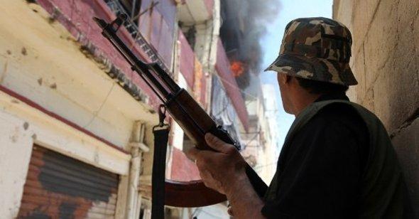 Sunni fighters in Tripoli, June 2012 (photo: dapd)