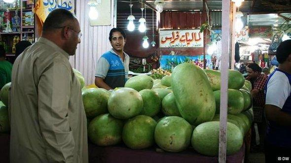 A man selling water-melons in Baghdad (photo: DW/Munaf al-Saidy)