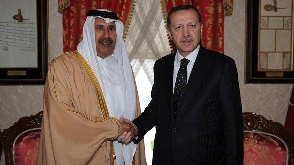 Sheikh Hamad bin Jassim al-Thani (left) and Recep Tayyip Erdogan (photo: Reuters)