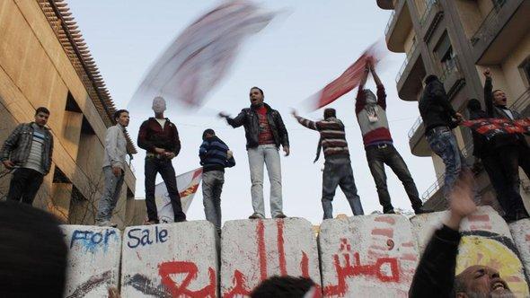 Jugendliche Demonstranten auf dem Tahrir-Platz; Foto: AP/dapd