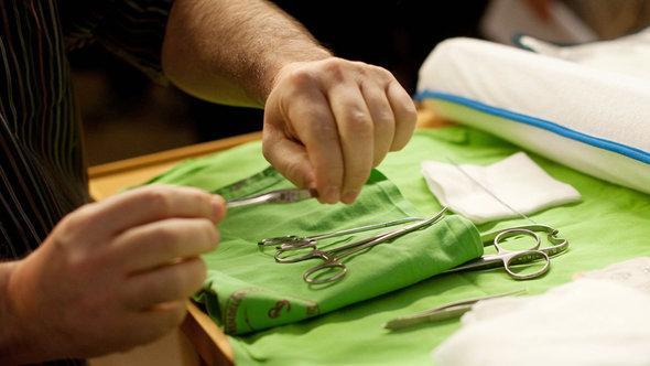 Chirurgische Instrumente für die jüdische Beschneidung; Foto: dpa
