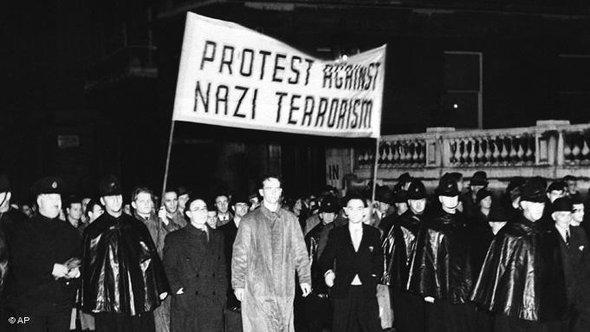 Jews protesting against Nazi terrorism in London in 1938 (photo: AP Photo)