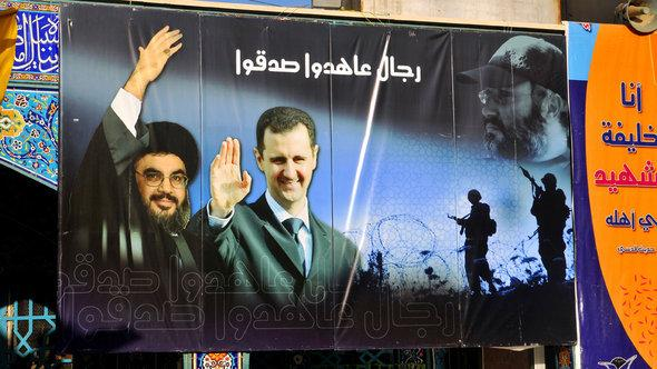 Poster of Hizbollah head Nasrallah and Syria's President Assad near Damascus (photo: picture-alliance)