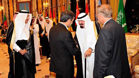 Der saudische König Abdullah und der iranische Präsident Ahmadinedschad auf dem OIC-Gipfel in Mekka; Foto: Reuters